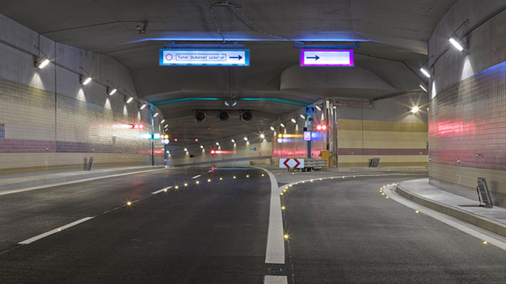 Philips lighting guides drives to safely enter the Saltash tunnel